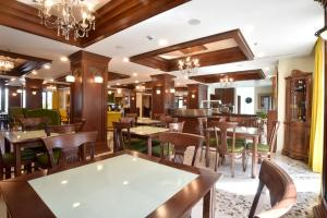 A restaurant or other place to eat at Alexander Hotel Gerakari
