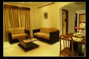 A seating area at Al Sadarah Apartment Hotel
