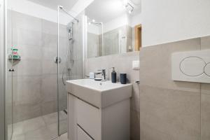 A bathroom at Fischis Alpen Appartements