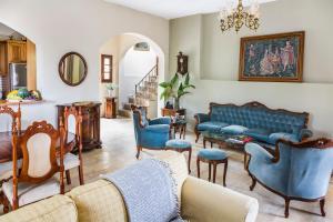 The lounge or bar area at Elisa Villa