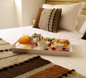 A bed or beds in a room at Apart Hotel Endurance