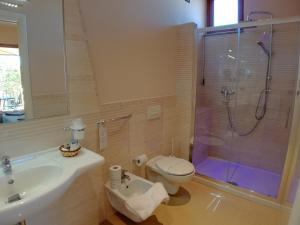 A bathroom at Hotel Residence Piccolo