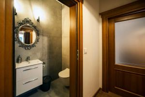 Łazienka w obiekcie Very Berry - Orzeszkowej 10 - MTP Apartment, parking, balcony, check in 24h