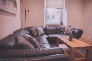 A seating area at Apartment D