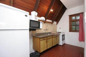Una cocina o zona de cocina en Complejo Turístico Anaconda Cabañas