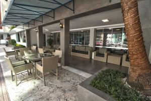 A restaurant or other place to eat at Hotel Gracher Praia