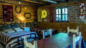 Un restaurant u otro lugar para comer en Cabañas de Montaña Rio Amarillo