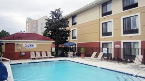 The swimming pool at or close to Extended Stay America Suites - Orlando - Orlando Theme Parks - Vineland Rd