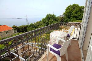 A balcony or terrace at Apartments by the sea Mlini, Dubrovnik - 8971