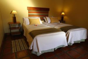 A bed or beds in a room at Hotel El Reposo Del Diablo