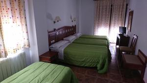 A bed or beds in a room at Hospedería Los Cahorros