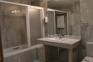 Un baño de Apartahotel Villa de Parla