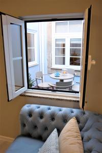 A seating area at Vitoria Clerigos Apartments - Free Private Parking