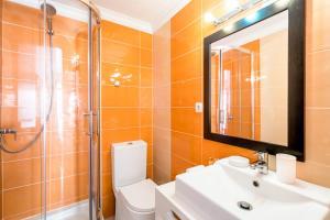Un baño de Pateo Santo Estevao-Self Catering Apartments
