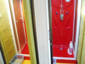 Kamar mandi di Capsule Hotel & Sauna Ikebukuro Plaza