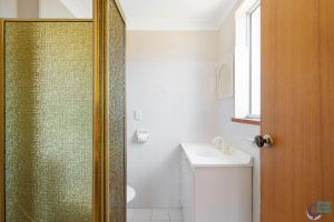 A bathroom at Ballingalla Apartments - By the Golf Course