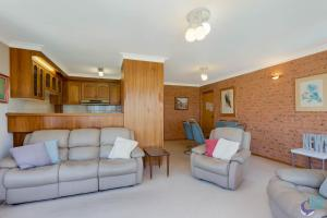 A seating area at Ballingalla Apartments - By the Golf Course
