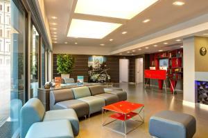 O saguão ou recepção de iQ Hotel Roma