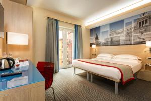 Cama ou camas em um quarto em iQ Hotel Roma