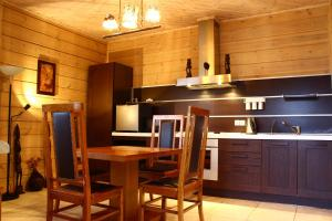 A kitchen or kitchenette at Park Hotel Tseleyevo