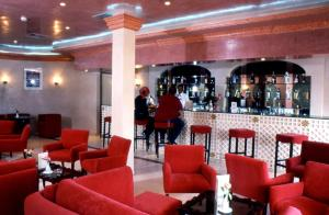 The lounge or bar area at Le Zat