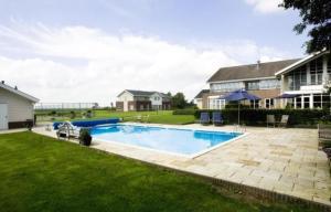 The swimming pool at or close to Landhotel de IJsvogel