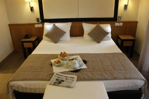 A bed or beds in a room at Hotel Daniel & Ristorante Cocchi