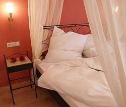 Ein Bett oder Betten in einem Zimmer der Unterkunft Hotel-Gasthof Sternen