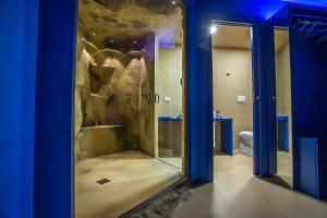 A bathroom at Tra Le Braccia di Morfeo