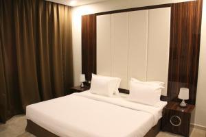 Cama ou camas em um quarto em Golden Garden AlMadhina Hotel