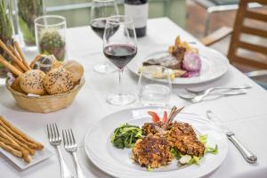 Lunch and/or dinner options for guests at Albergo La Pace