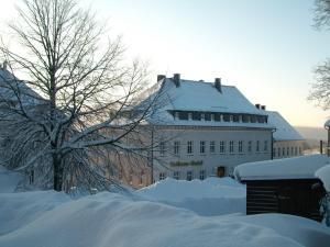 Rathaus Hotel Jöhstadt im Winter
