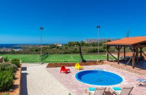 The swimming pool at or near Horizon Villa Kampani
