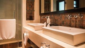 Ванная комната в 3 BDR Apartment Chom Tawan