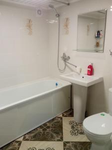Ванная комната в Eko Apartments 2 on Berendeyevskoi
