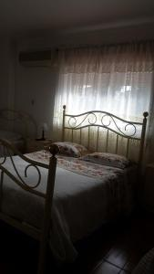 A bed or beds in a room at Residencial Marisqueira São João
