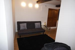 A seating area at Appartement Larzilliere