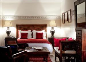 A bed or beds in a room at La Villa des Orangers - Relais & Châteaux
