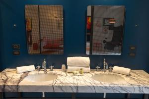 A bathroom at Boutique Hotel Trieste