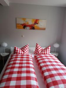 A bed or beds in a room at Pension Ratsgasse