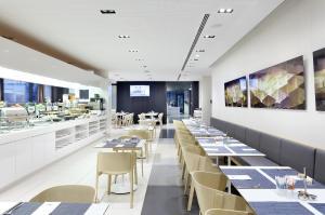 En restaurang eller annat matställe på Eurostars Book Hotel