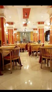 A restaurant or other place to eat at Hotel Mounia