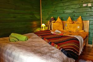 Łóżko lub łóżka w pokoju w obiekcie Agroturystyka Żabi Raj