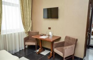 A television and/or entertainment center at Nashe Misto Guest House