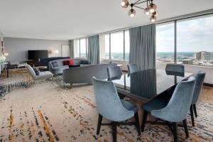 A seating area at Hilton Atlanta