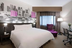A bed or beds in a room at Grand Park Orchard (SG Clean)