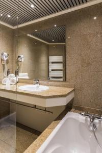 Salle de bains dans l'établissement Hôtel Spa du Beryl