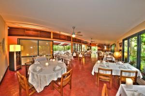 A restaurant or other place to eat at Dimitile Hotel