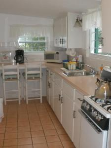 A kitchen or kitchenette at Greenbank Guest House