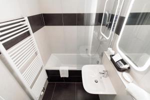 A bathroom at VENIA Apartments
